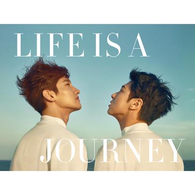 <数量限定>写真集「LIFE IS A JOURNEY」(日本仕様)